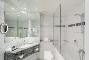 A bathroom at Mercure Hotel Bochum City