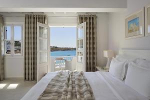 Un ou plusieurs lits dans un hébergement de l'établissement Petinos Beach Hotel