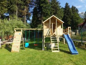 Plac zabaw dla dzieci w obiekcie Dom Kasienka