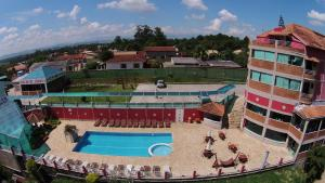A view of the pool at Hotel do Papai Noel or nearby