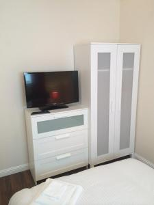 A television and/or entertainment center at Aaran Central Guesthouse