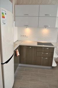 """Кухня или мини-кухня в Апартаменты """"Ялта Мармарис"""""""