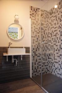 A bathroom at Alojamiento EntreHoces