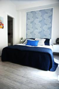 A bed or beds in a room at Alojamiento EntreHoces