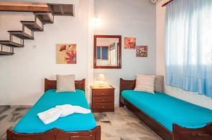 Ένα ή περισσότερα κρεβάτια σε δωμάτιο στο Ενοικιαζόμενα Διαμερίσματα Χαρά
