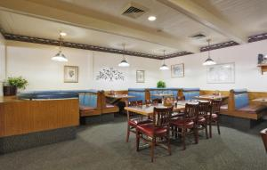 A restaurant or other place to eat at Salt Lake Plaza Hotel at Temple Square