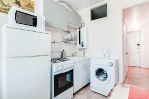 A kitchen or kitchenette at Apartments 1 step to Moskovskaya