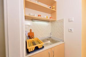 Köök või kööginurk majutusasutuses Lazur Studio