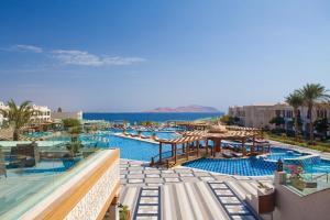 المسبح في Sunrise Arabian Beach Resort أو بالجوار