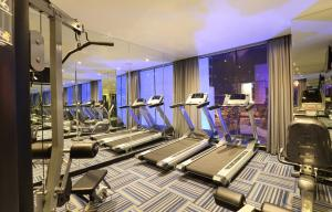 The fitness centre and/or fitness facilities at Holiday Inn Express Jakarta Thamrin, an IHG Hotel