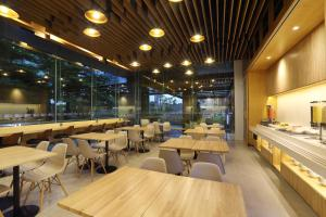 A restaurant or other place to eat at Holiday Inn Express Jakarta Thamrin, an IHG Hotel