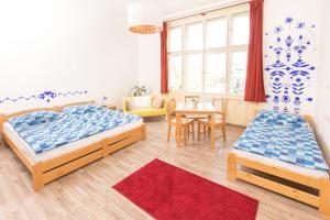 Een bed of bedden in een kamer bij Hostel Downtown