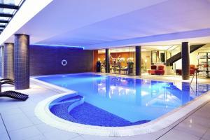 The swimming pool at or near Novotel Edinburgh Park