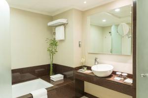 Ванная комната в Coral Dubai Deira Hotel
