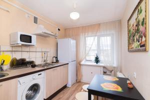 """A kitchen or kitchenette at """"SelimVseh"""" at Mamina-Sibiryaka"""