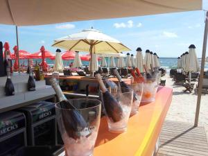 Drinks at Summerland Serviced Apartments Mamaia