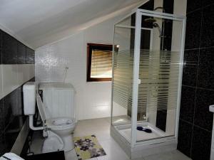 A bathroom at Villa Garden
