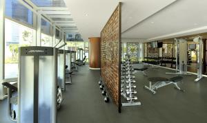 The fitness centre and/or fitness facilities at Taj Dubai