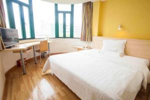 Кровать или кровати в номере 7Days Inn Wuhai Renmin Road Merrill Lynch International