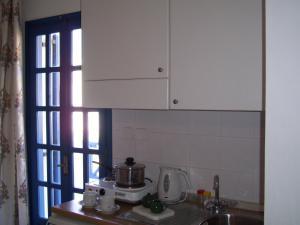 Cuisine ou kitchenette dans l'établissement Ancient Thera Studios