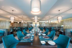 A restaurant or other place to eat at EPIC SANA Luanda Hotel