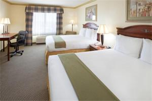 A bed or beds in a room at Holiday Inn Express Lake Worth NW Loop 820, an IHG Hotel