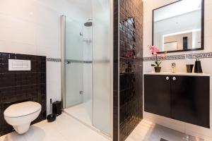 A bathroom at Luxury Apartments Elizabeth