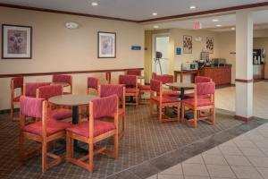 A restaurant or other place to eat at Microtel Inn & Suites Beckley East