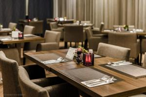 A restaurant or other place to eat at Ozo Hotel
