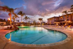 The swimming pool at or near Courtyard by Marriott Oahu North Shore