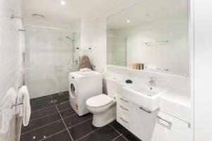 A bathroom at 28 Nights Apartments