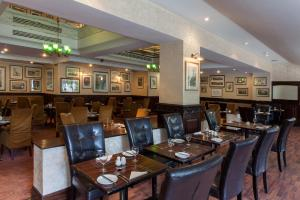 A restaurant or other place to eat at Hampstead Britannia