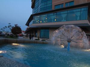 Der Swimmingpool an oder in der Nähe von Hotel Esplanada