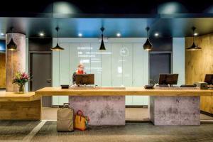 The lobby or reception area at Ibis Hamburg City