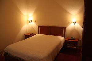 Uma cama ou camas num quarto em Residencial Dom Duarte