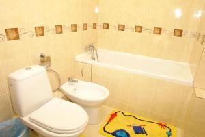 A bathroom at Profssoyuzny Hotel