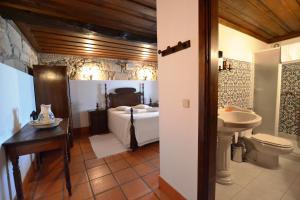 A bathroom at Casa de Sta Comba
