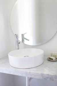 A bathroom at Sole East Beach