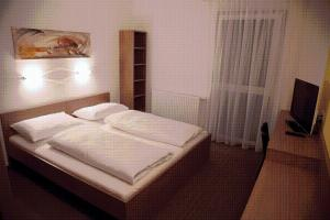 A bed or beds in a room at Fair-Price-Hotel
