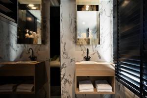 A bathroom at YUP Hotel