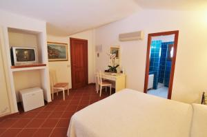 A bed or beds in a room at Hotel Il Piccolo Golf