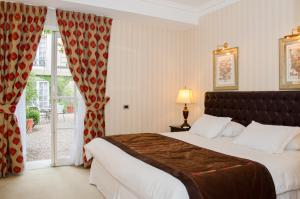 A bed or beds in a room at Hotel Boutique Le Reve