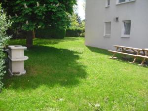 Ein Garten an der Unterkunft Boardingroom