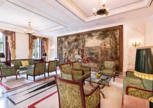 A seating area at Best Western Premier Grand Hotel Russischer Hof