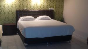 A bed or beds in a room at Hotel Ermis