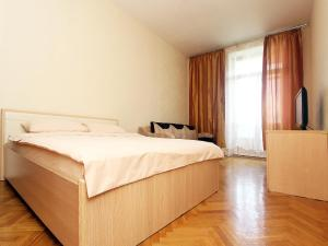 A bed or beds in a room at ApartLux na Ploshadi Pobedy