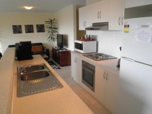 A kitchen or kitchenette at The Haven - Island Beach