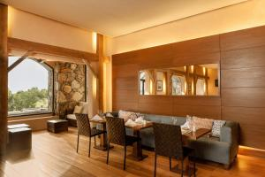 A restaurant or other place to eat at Sheraton Colonia Golf And Spa Resort