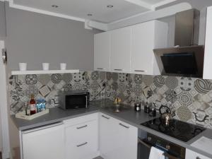 A kitchen or kitchenette at Apartamenty Białystok - Lipowa 47
