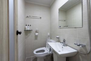 A bathroom at Charim Guesthouse